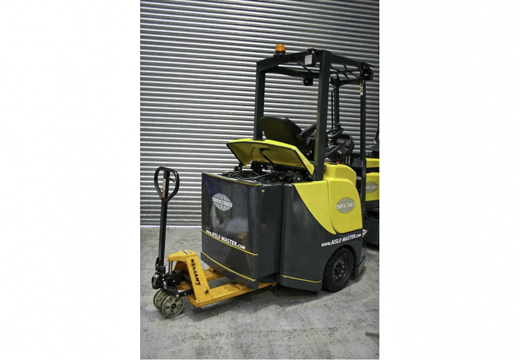 products.forklifts.articulated.gallery-(combilift aisle master)-01