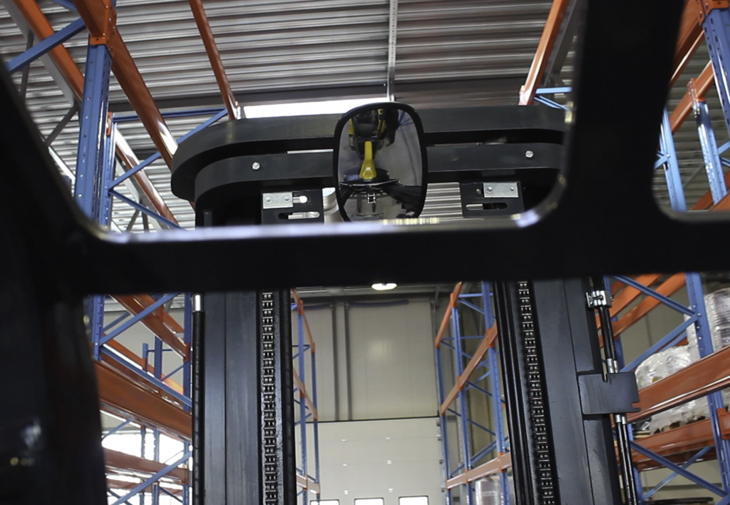 products.forklifts.articulated.gallery-(combilift aisle master)-08