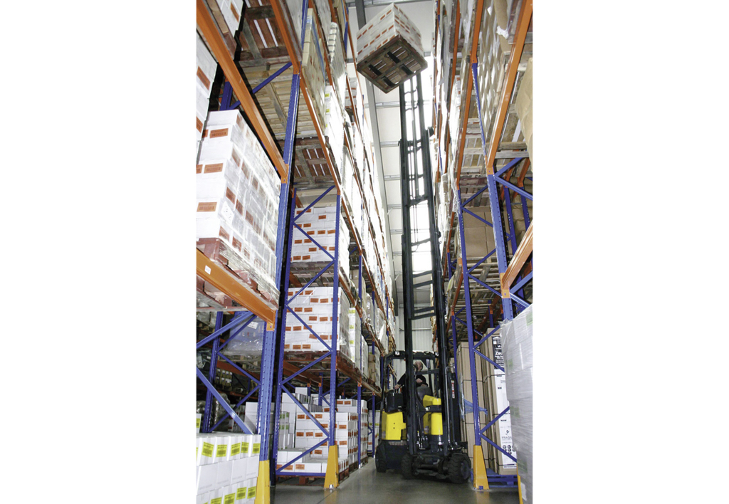 products.forklifts.articulated.gallery-(combilift aisle master)-09