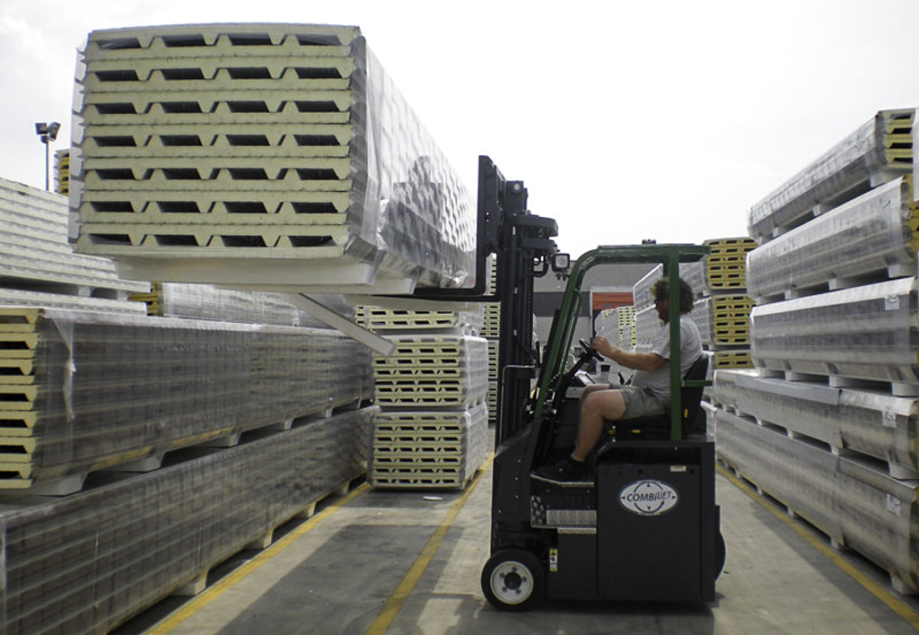 products.forklifts.4-way.gallery-(cb, combilift)-01