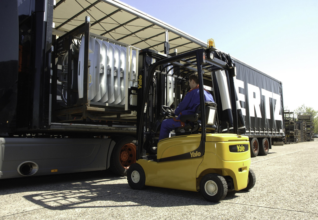 products.forklifts.counterbalanced.gallery-(16, vf, yale)-01
