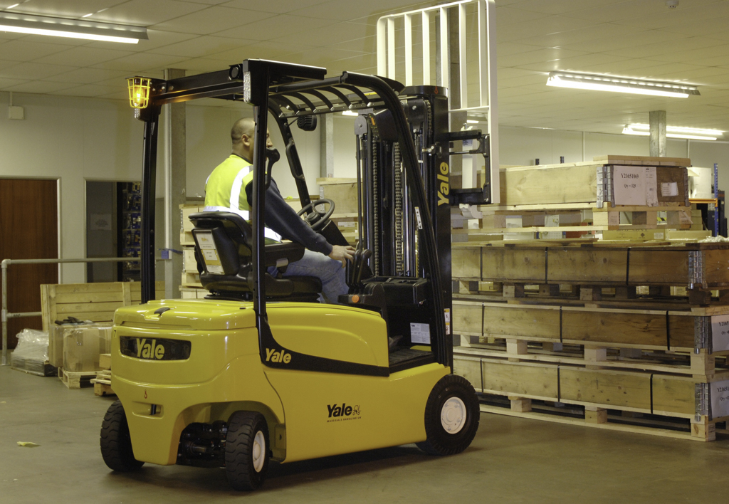 products.forklifts.counterbalanced.gallery-(20, vf, yale)-01