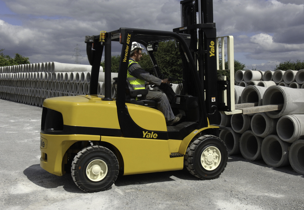 products.forklifts.counterbalanced.gallery-(40, vx, yale)-01