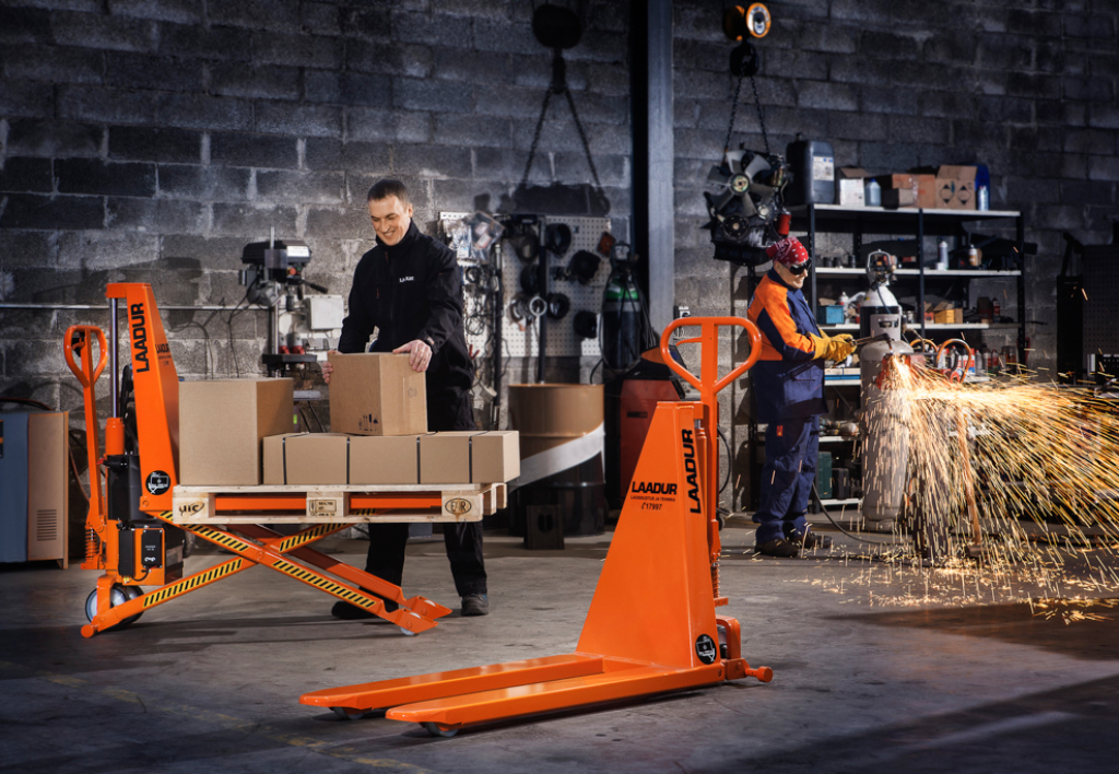 products.forklifts.hand-pallet-trucks-()-20