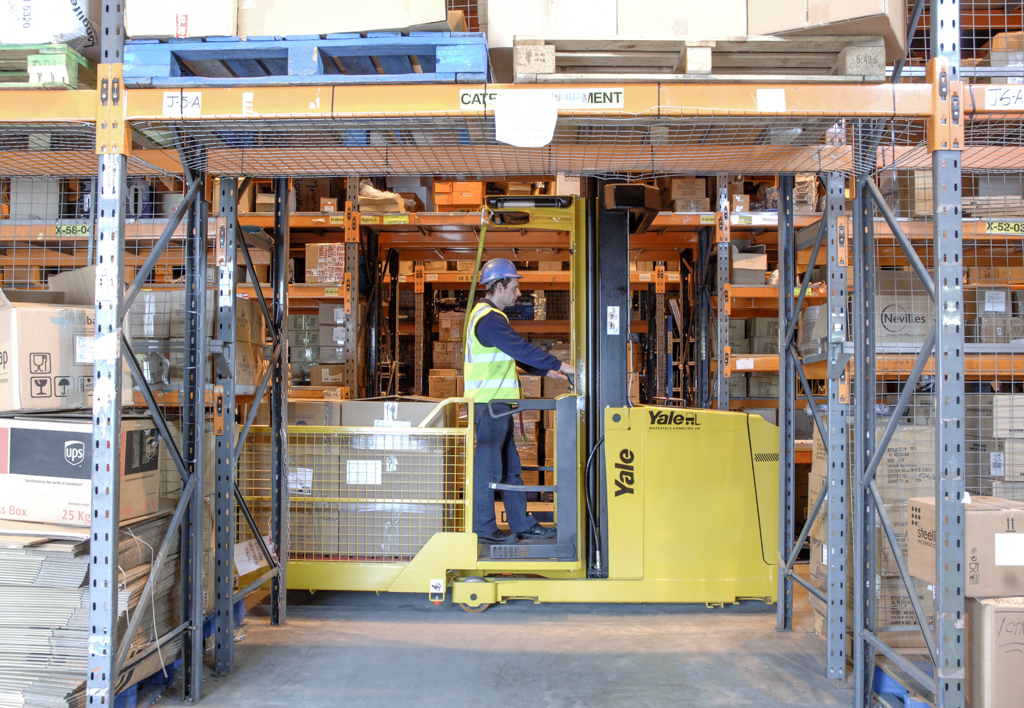 products.forklifts.order-pickers-(yale, mo)-02