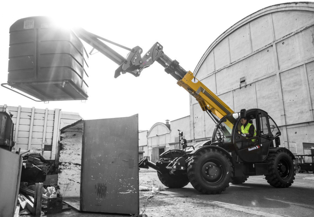 products.forklifts.telescopic-(haulotte)-06