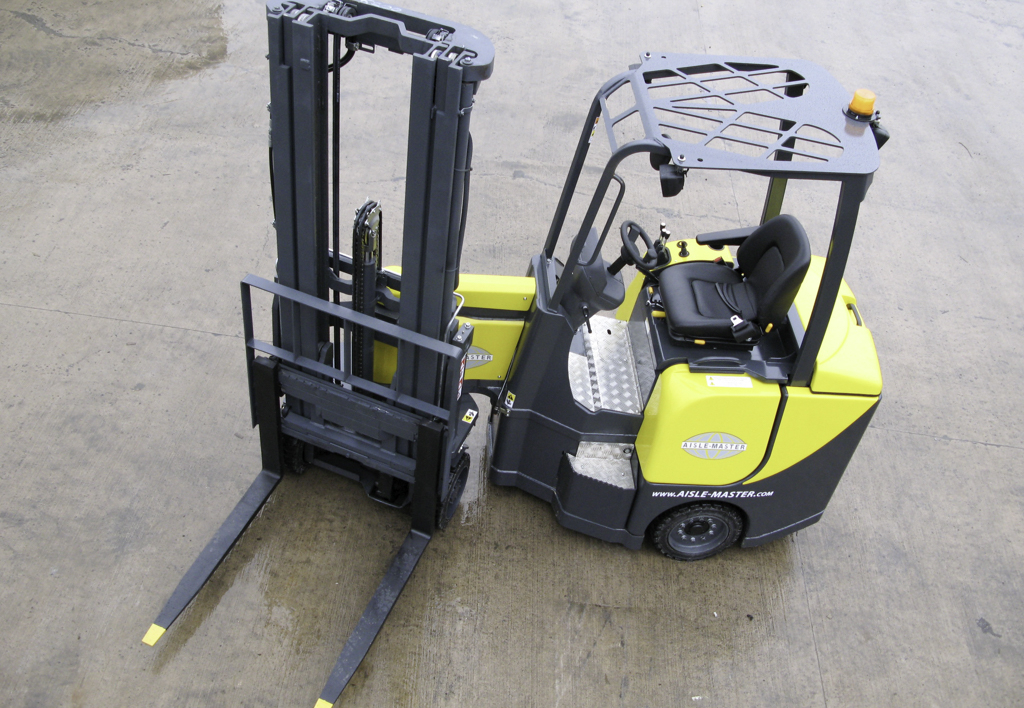 products.forklifts.articulated.gallery-(combilift aisle master)-10
