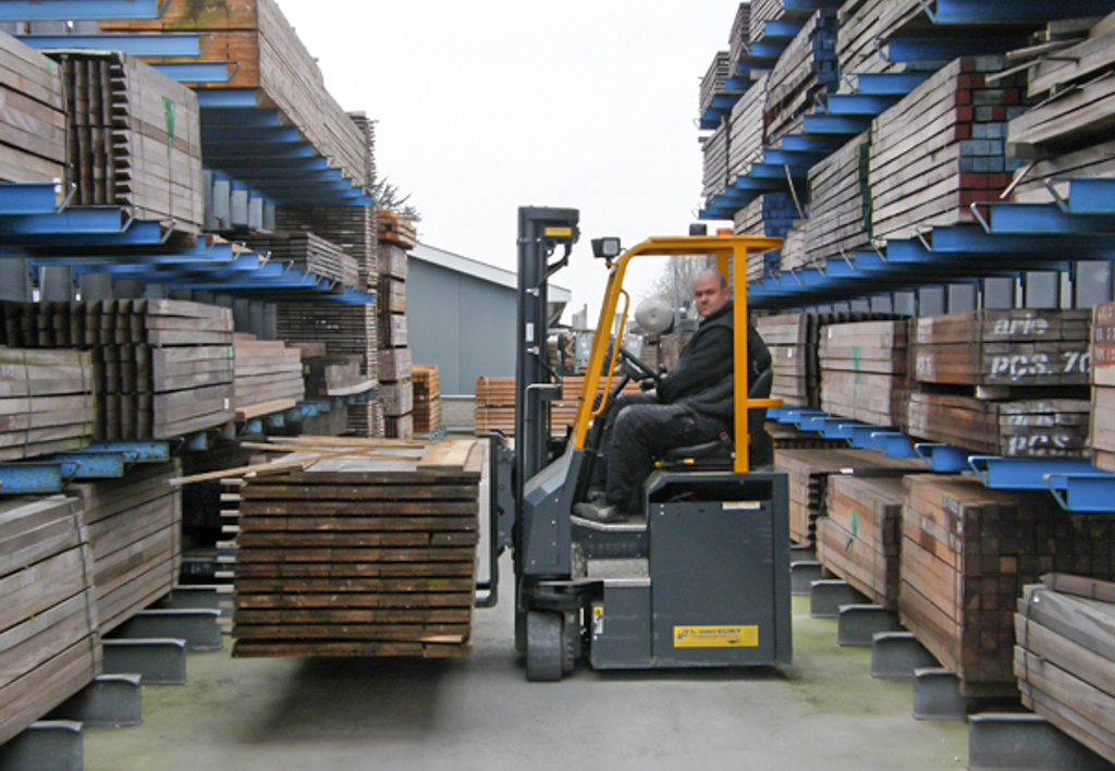 products.forklifts.4-way-(cbe, combilift)-04