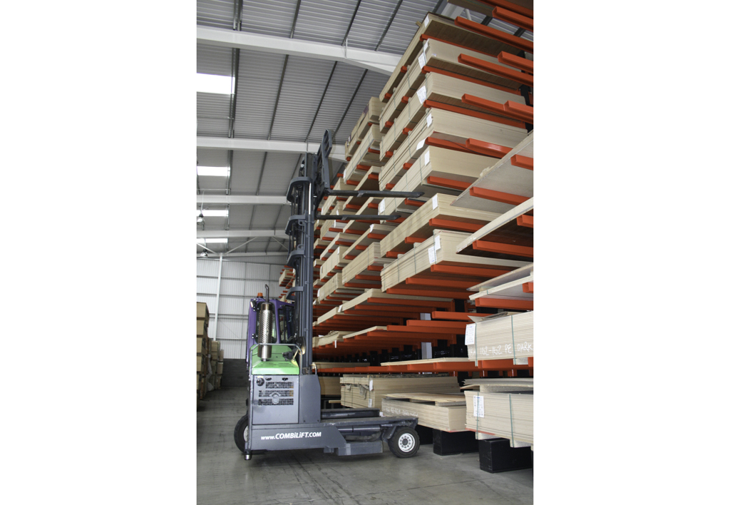 products.forklifts.4-way.gallery-(4000, c, combilift)-01