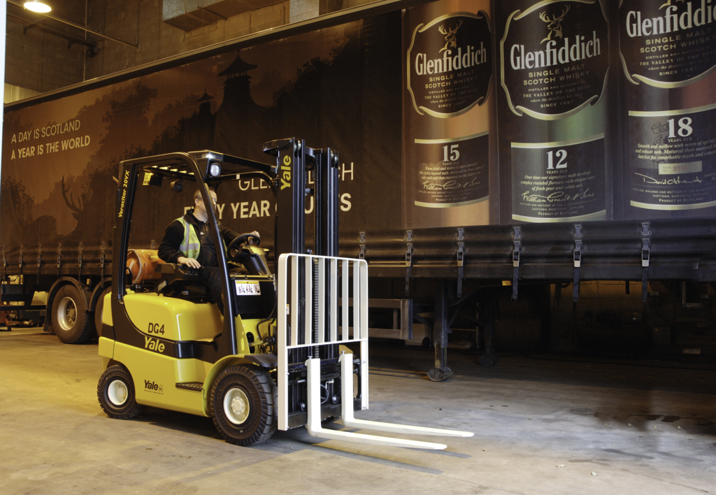 products.forklifts.counterbalanced.gallery-(20, vx, yale)-01