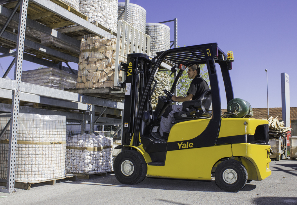 products.forklifts.counterbalanced.gallery-(25, lx, yale)-01