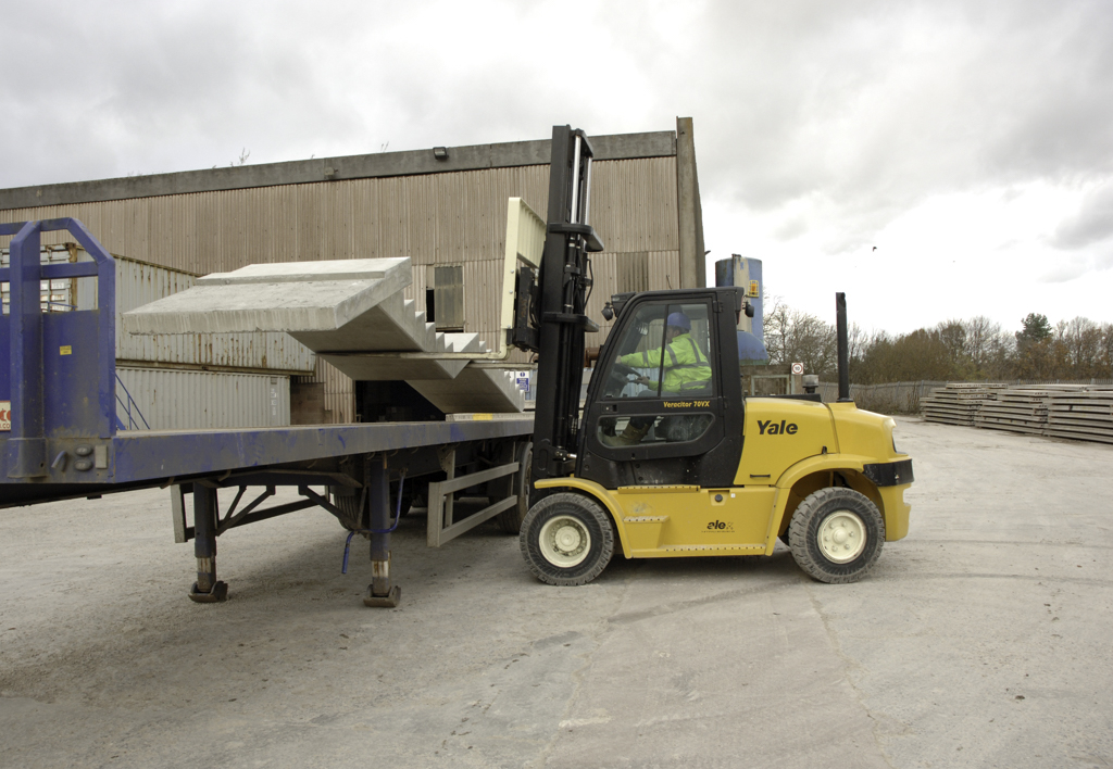 products.forklifts.counterbalanced.gallery-(70, vx, yale)-01
