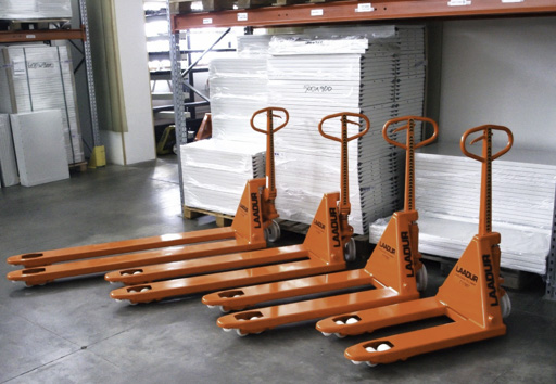 products.forklifts.hand-pallet-trucks.featured-()-01