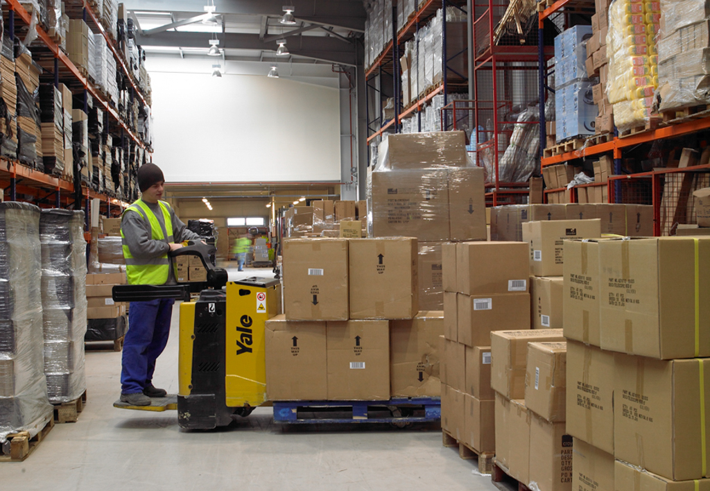 products.forklifts.pallet-trucks-(yale)-02
