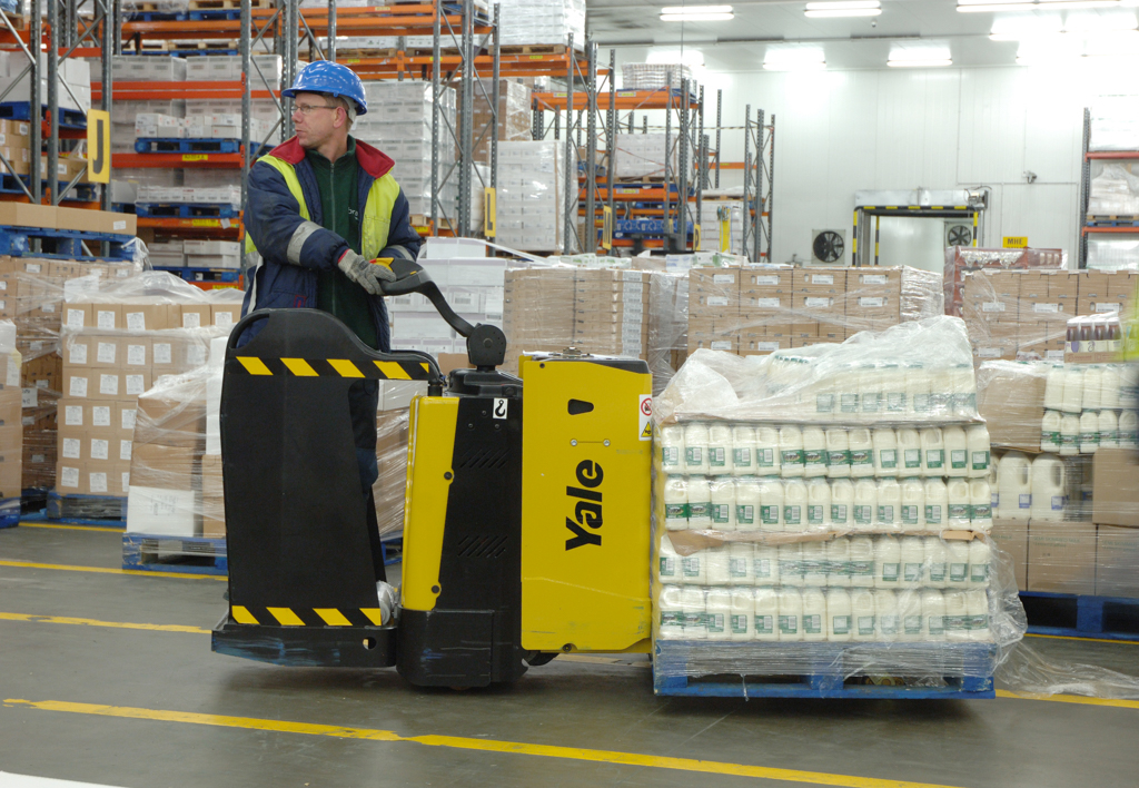 products.forklifts.pallet-trucks-(yale)-03