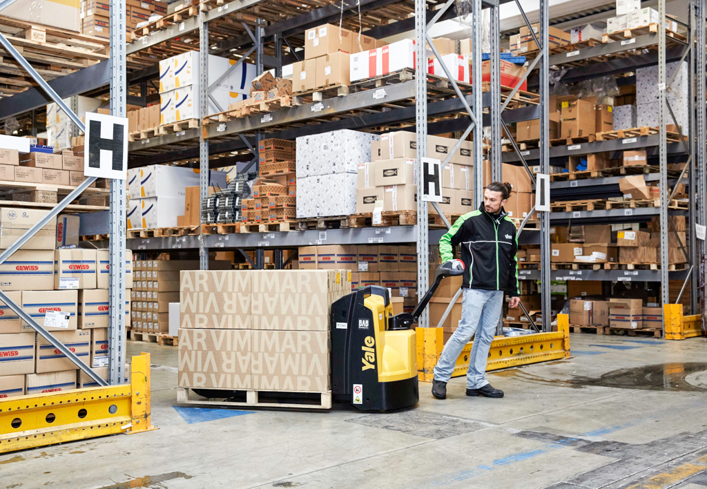products.forklifts.pallet-trucks-(yale, mp)-15
