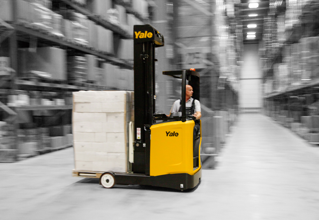 products.forklifts.reach-trucks-(yale, mr)-03