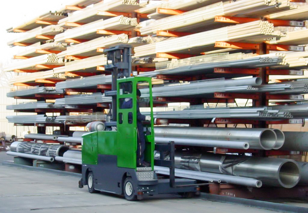 products.forklifts.sideloaders-(combilift, st)-03