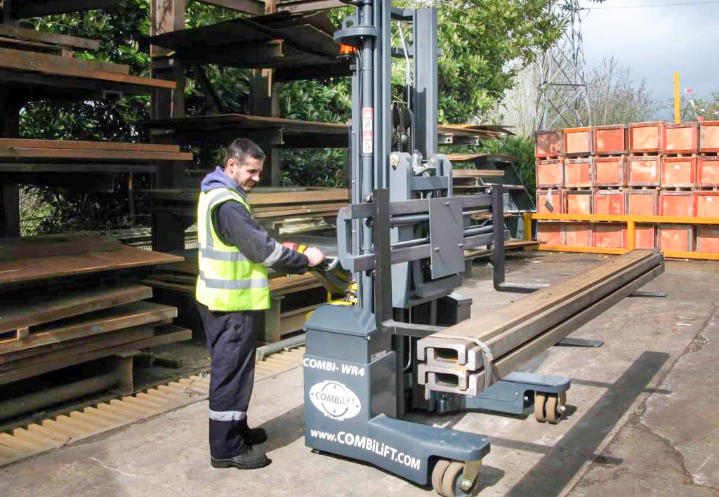 products.forklifts.stackers-(combilift, wr4)-01