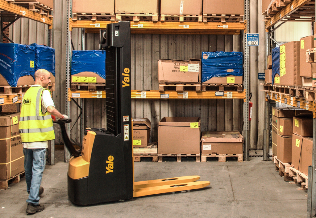 products.forklifts.stackers-(yale, ms)-02