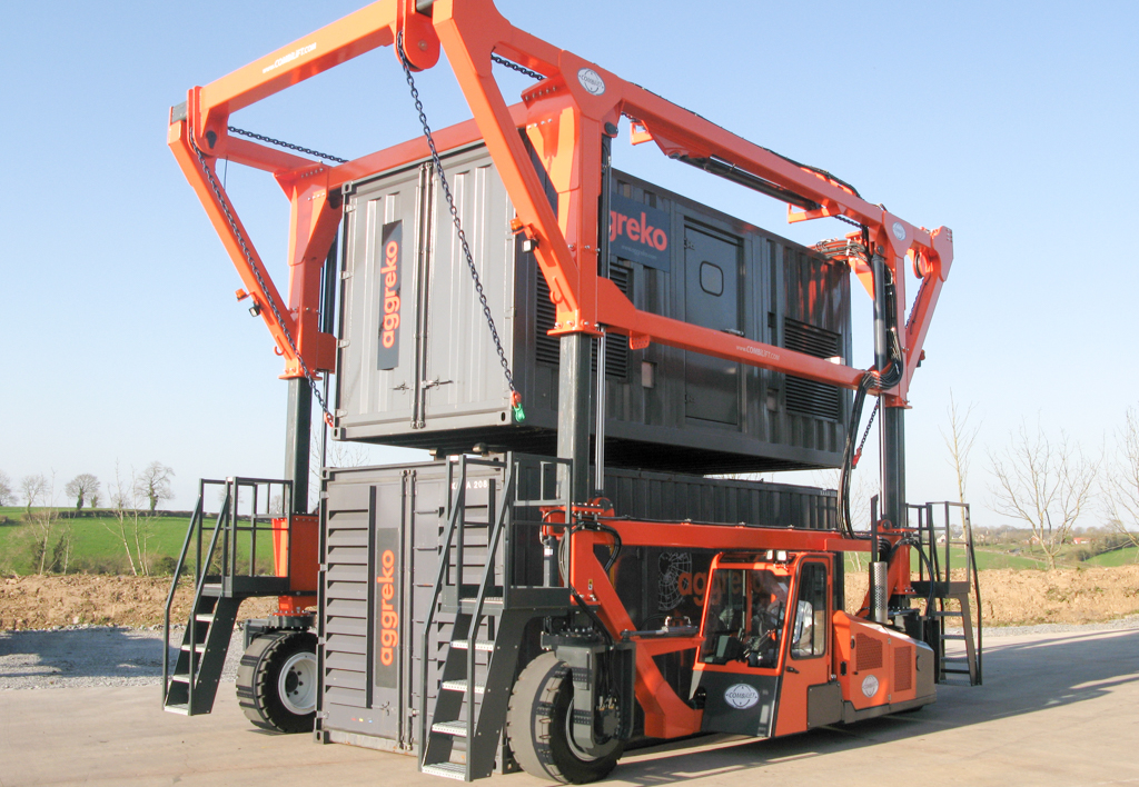 products.forklifts.straddle-carriers-(combilift, straddle carrier)-01