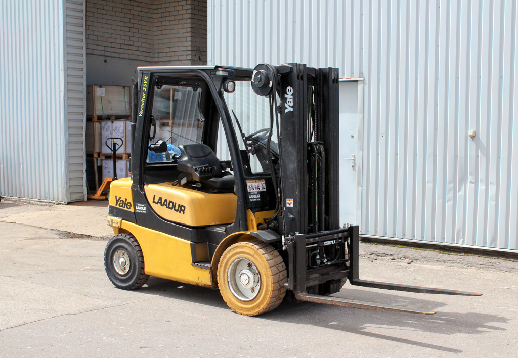 products.forklifts.used-(R385)-01