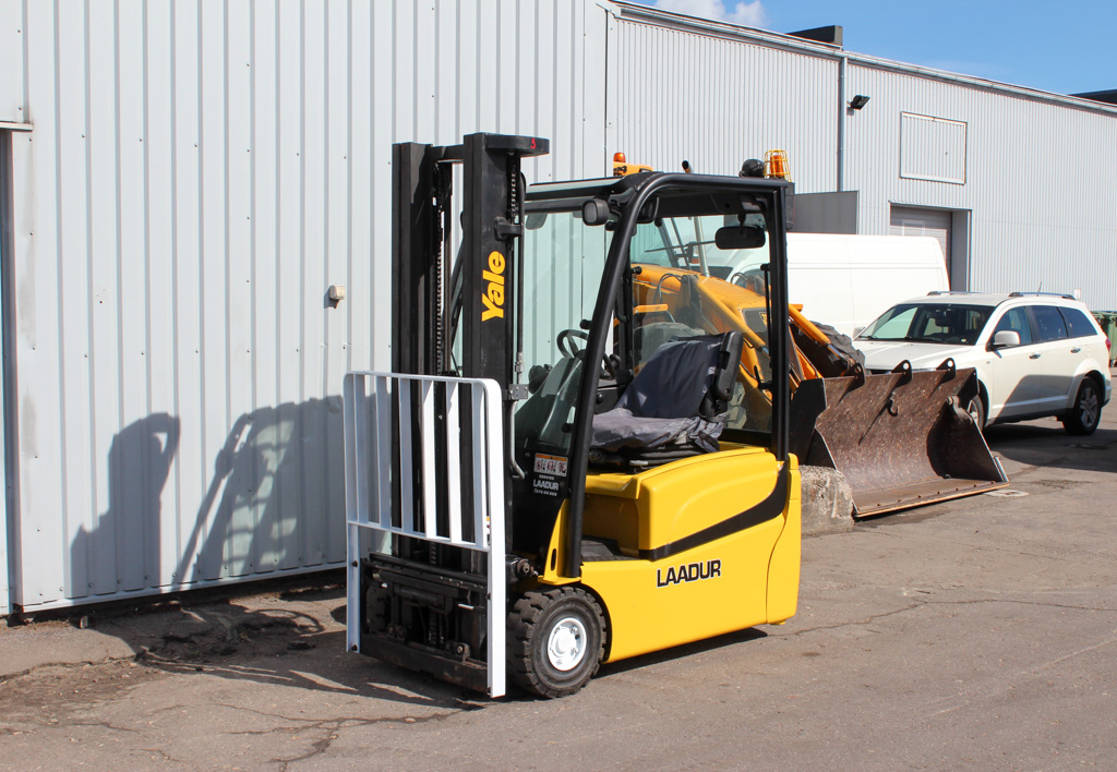 products.forklifts.used-(R421)-01