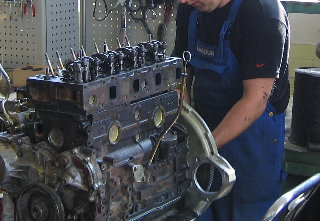 services.maintenance.engine-repairs.gallery-(laadur, service)-02