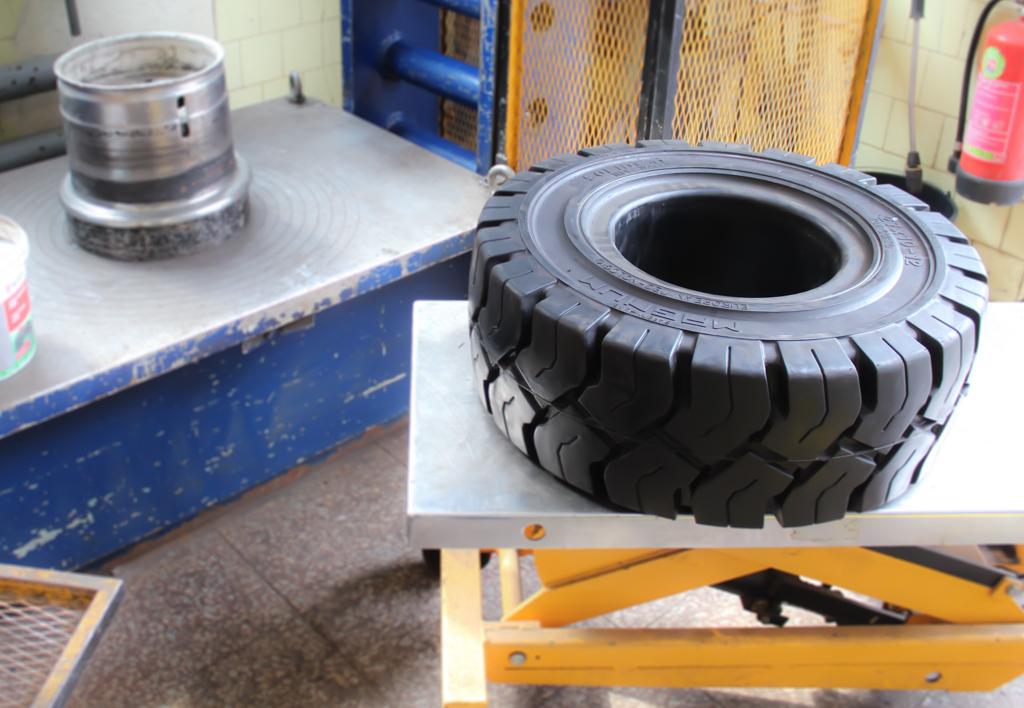 services.maintenance.tire-mount.gallery-(laadur, mount, service, tire)-08